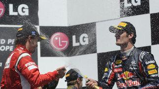 Fernando Alonso y Mark Webber, en el podio del Gran Premio de Europa.  Foto: AFP Photo