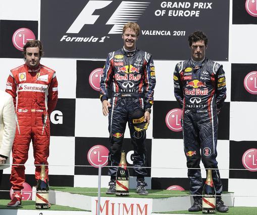 Fernando Alonso, Sebastian Vettel y Mark Webber, en el podio del Gran Premio de Europa.  Foto: AFP Photo