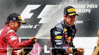 Fernando Alonso y Sebastian Vettel, en el podio del Gran Premio de Europa.  Foto: EFE