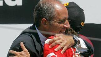 El presidente valenciano, Francisco Camps, felicita a Fernando Alonso.  Foto: EFE