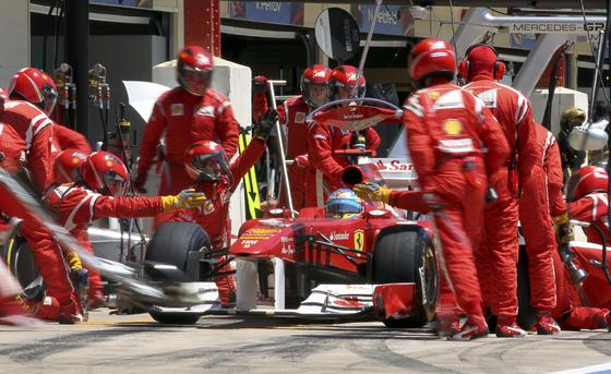 Paso por boxes de Fernando Alonso.  Foto: AFP Photo