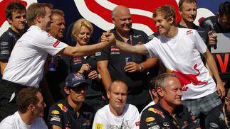 El equipo Red Bull celebra la victoria en Valencia.  Foto: EFE