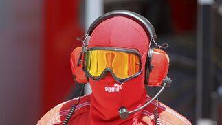 Un miembro del equipo Ferrari.  Foto: AFP Photo