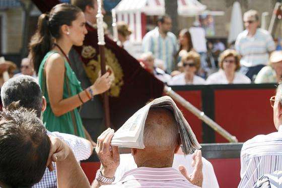 El Corpus de este año ha coincidido con el Día de la Caridad. Pese al intenso calor, el público llenó las calles del centro de la ciudad./Fotos:Joaquín Pino  Foto: Joaquin Pino