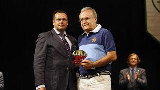 Imagen de la recogida de uno de los premios otorgados  Foto: Fito Carreto
