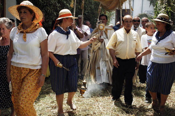 A pesar del caluroso día, ambas procesiones (declaradas de interés turístico) fueron seguidas por una gran cantidad de vecinos y visitantes. /Fotos: Ramón Aguilar  Foto: Ramon Aguilar