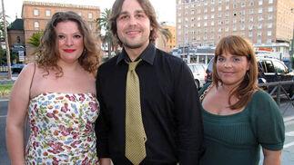 Sara Moreno, Raúl Sánchez, abogado de Florida (EE.UU), y María Jesús Pellecín, de PJ1.  Foto: Victoria Ramírez