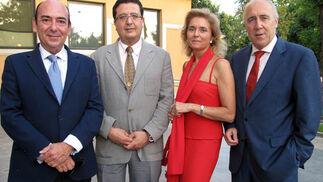 El abogado Miguel García Diéguez, el juez de Familia Francisco Serrano, Mercedes Enrile de Rojas, secretario judicial, y el notario José María Florit.   Foto: Victoria Ramírez