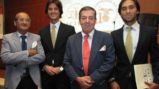 Pedro Jiménez Campos (Inspección Provincial de Trabajo), Álvaro Jiménez Bidón, José Ignacio Bidón, cónsul de Filipinas, y Carlos Jiménez Bidón.  Foto: Victoria Ramírez