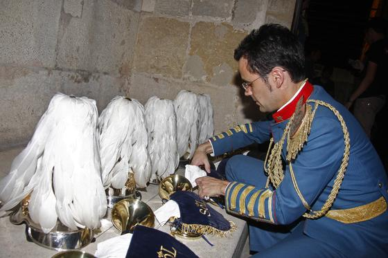 La Giralda acoge, con la banda del Sol, el rito del que se tienen noticias desde 1404.  Foto: B.Vargas