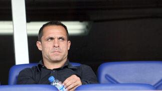 Sergi Barjuán, nuevo técnico del equipo, en la grada.  Foto: Josue Correa