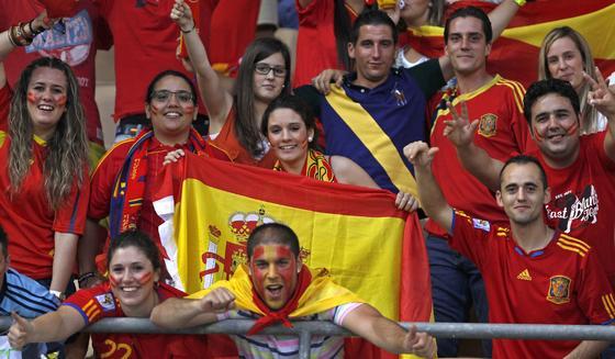 España vence a China gracias a la chispa y la magia de Silva e Iniesta en el último amistoso antes de la Eurocopa.  Foto: EFE