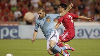 España vence a China gracias a la chispa y la magia de Silva e Iniesta en el último amistoso antes de la Eurocopa.  Foto: Antonio Pizarro