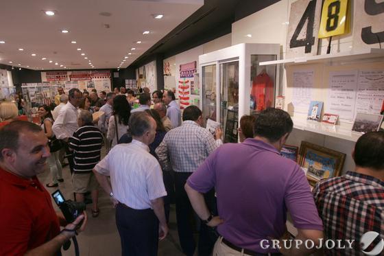 Casi un centenar de espectadores llenaron el local de la Plaza Andalucía./J.M. Quiñones  Foto: J.M. Quinones