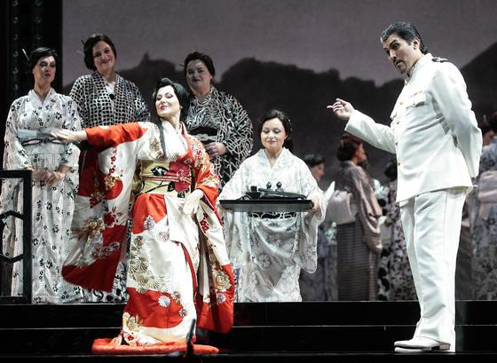 Ensayo general de 'Madama Butterfly' en el Teatro de la Maestranza. / Juan Carlos Muñoz