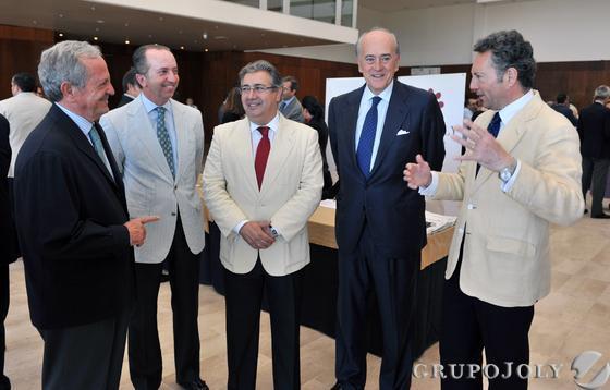 Los empresarios José Gandía y Rodrigo Charlo, con Juan Ignacio Zoido, Baldomero Falcones y José Joly.  Foto: Victoria Hidalgo / Juan Carlos Vazquez