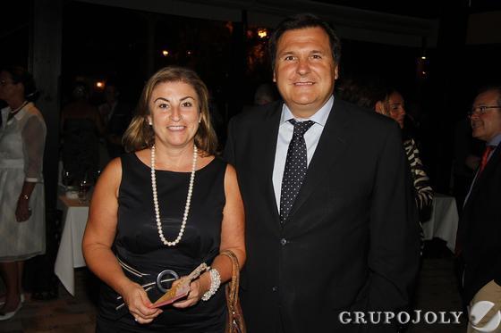 Mercedes Jurquera y Felipe Pulido, gerente general de Caixabank.  Foto: Juan Carlos Vazquez/Victoria Hidalgo