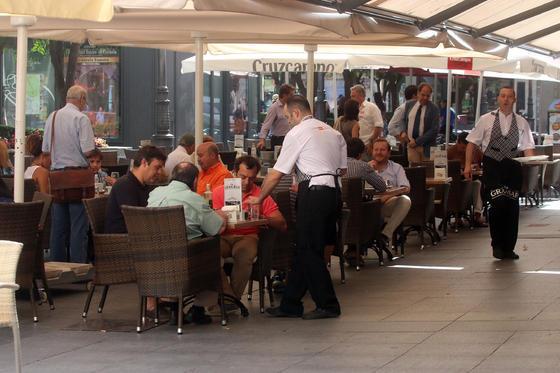 Un alto en el camino en Las Tendillas. Situado en la plaza de las Tendillas, el Gran Bar es un espacio gastronómico de comida tradicional. Un alto en el camino en el recorrido turístico por la ciudad.