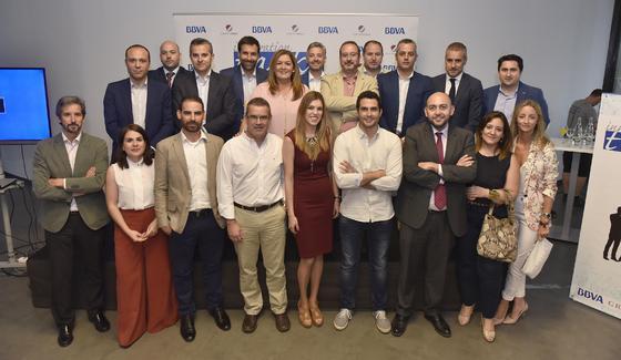 Directores de BBVA de la provincia de Sevilla con los tres participantes en Innovation Talks.   Foto: Juan Carlos Vázquez
