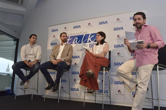 Los participantes reponden a las preguntas del público.  Foto: Juan Carlos Vázquez