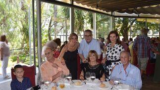 Miguel Roca, el homenajeado Alfredo Roca,  Teresa Silva, Carmelo Romero, Sofía Garrido Miguel Roca y Lole Espinosa.  Foto: Ignacio Casas de Ciria