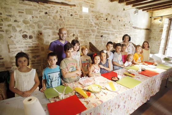 Cuando la cocina es divertida. La Casa Árabe de Córdoba ha acogido un taller de cocina infantil halal, en la que los más pequeños pudieron disfrutar de una manera sorprendente de la gastronomía.  Foto: José Martínez