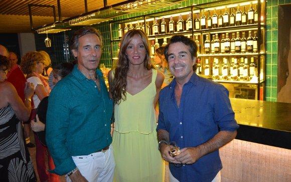 Jorge Manrique, Blanca Losada y Mario Muñiz, durante el cóctel de inauguración.  Foto: Ignacio Casas de Ciria
