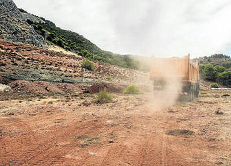Una excavadora cedida de forma altruista salva la búsqueda de Lorca