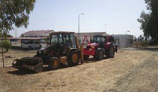 Dos excavadoras para los trabajos del proyecto Gas Natural en el entorno de Doñana.
