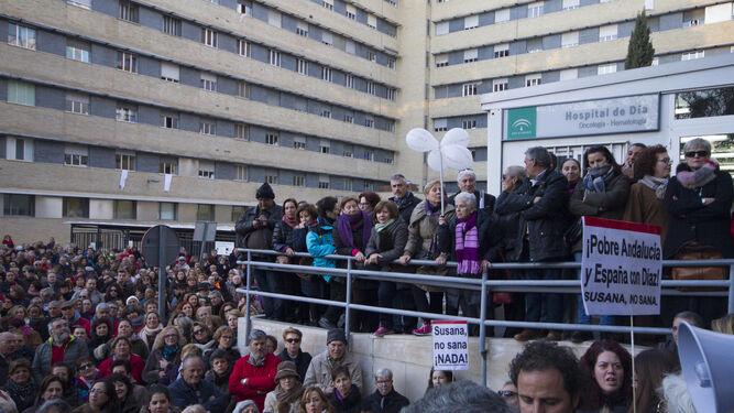 Imagen de la concentración del martes a las puertas del Edificio de Gobierno para pedir la dimisión de la gerente.