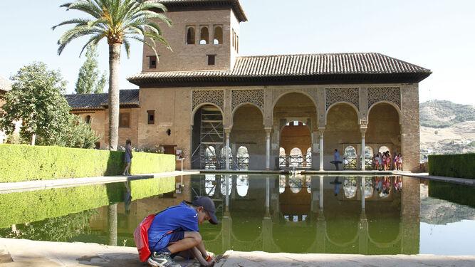 Descubrir otros rincones de la alhambra en familia for Gimnasio 02 granada precio