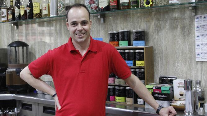 Esteban Castilla propiertario de la cafetería ubicado en el centro de la capital.