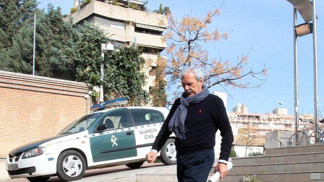 Manuel Lorente, a su llegada ayer a los juzgados.