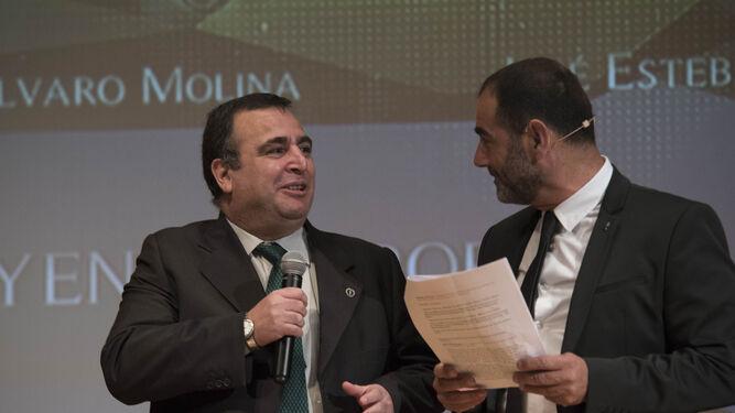 Pablo Quílez, periodista de este medio, y Javier Rufete; durante un momento de la gala.