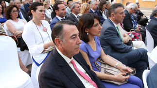 En primer plano, Antonio Gallego Jurado, presidente de Grupo Ybarra y consejero delegado de Migasa, y en la misma fila Francisco Arteaga, director genera de Endesa en Andalucía.