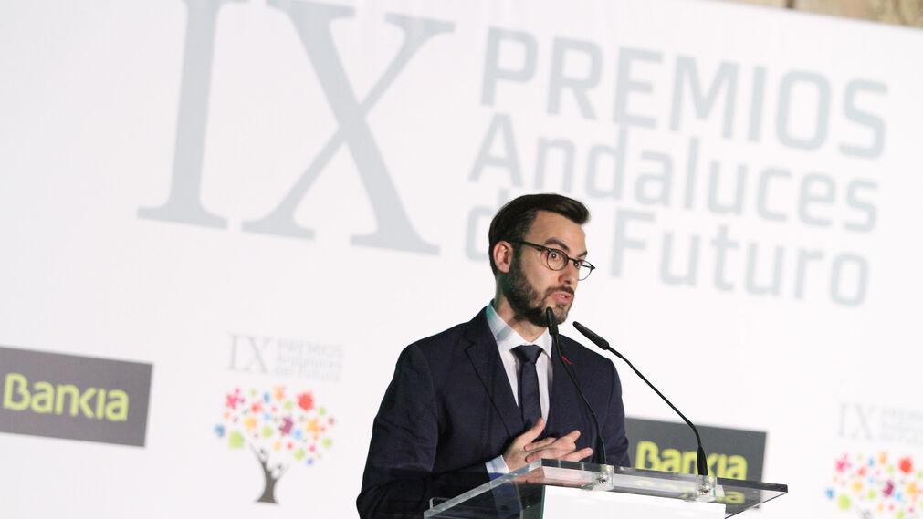 Pablo Gómez Castro, ganador del premio en la categoría de Cultura en 2015, durante el discurso en el que narró su experiencia tras obtener el galardón.