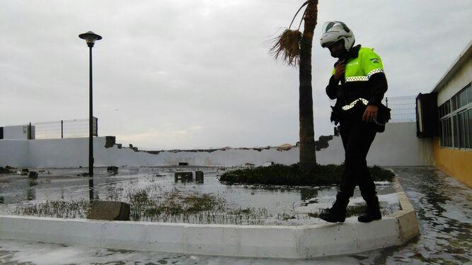 Olas de casi ocho metros provocan daños en Málaga