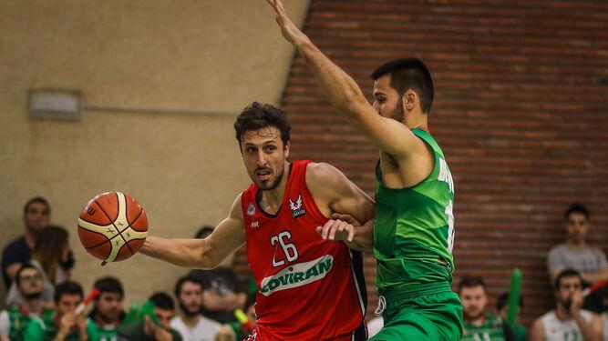 Carlos de Cobos empañó una buena actuación durante el partido al errar en una jugada que fue determinante.