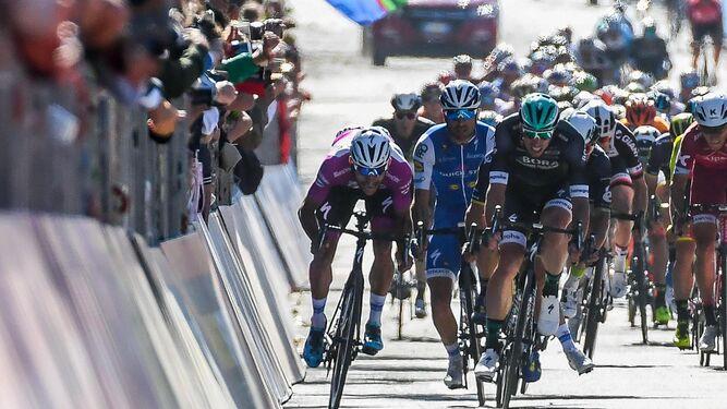 Las española apabulla a PoloniaLa velocidad deja paso a los escaladoresA la tercera fue la vencida para Thiem