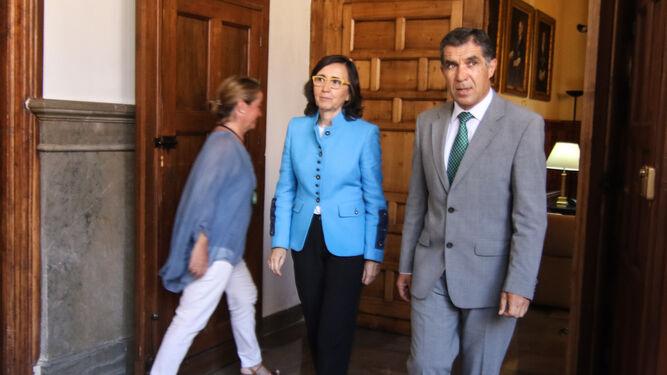 Rosa Aguilar junto al presidente del TSJA, Lorenzo del Río.