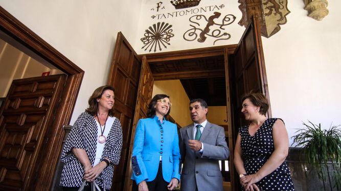 La consejera de Justicia e Interior, Rosa Aguilar, durante su primera visita oficial a la sede del alto tribunal andaluz.