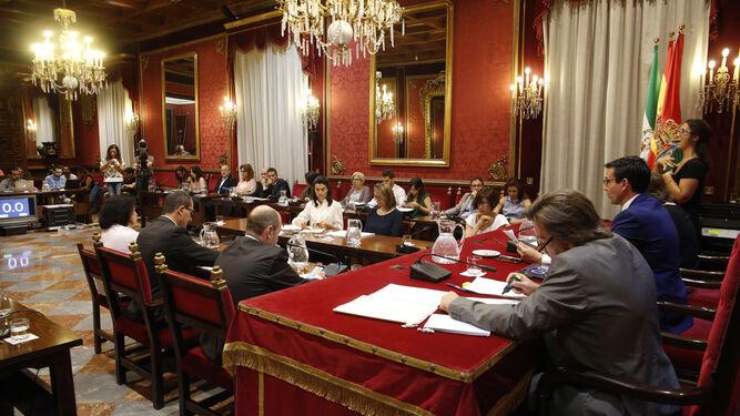 El alcalde de la capital (izqda.) junto al concejal de Economía (dcha.).
