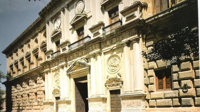 Fachada del Palacio de Carlos V.