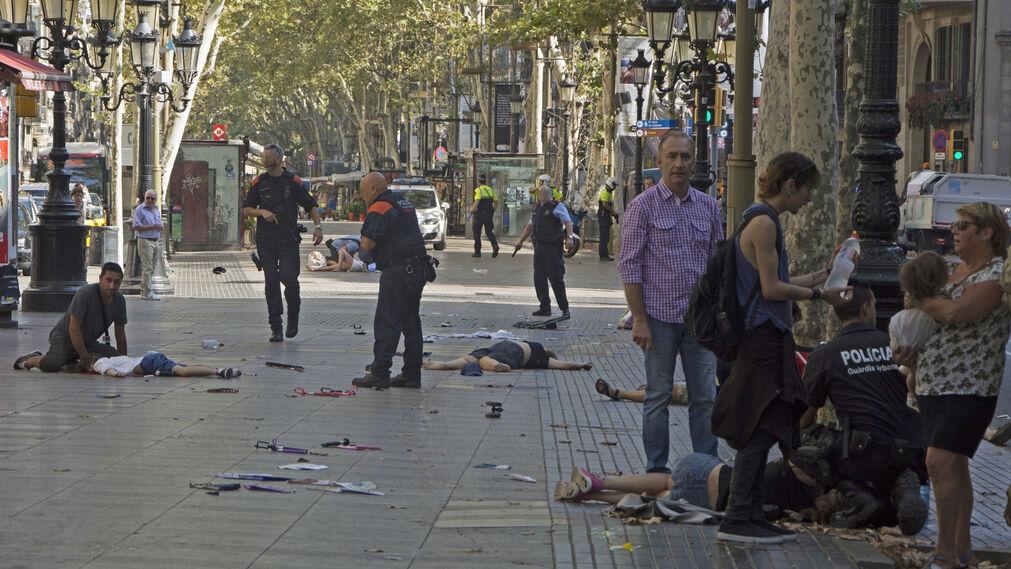 Las imágenes del atropello masivo en Barcelona