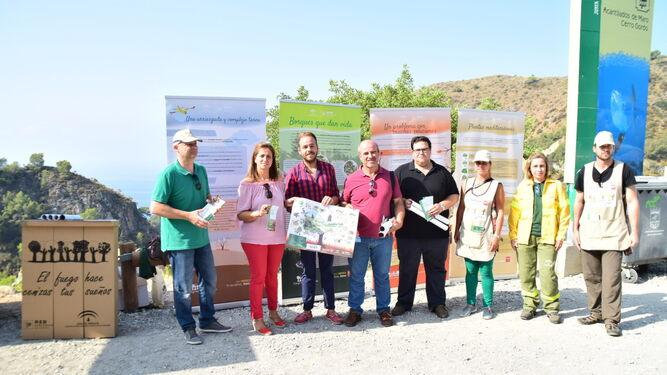 La delegada de Medio Ambiente visitó ayer el entono de la playa de Cantarriján, incluida en la campaña.