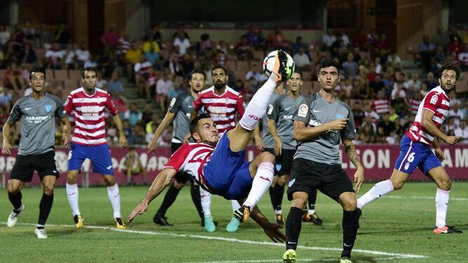 Quini progresa por su banda durante el amistoso contra el Málaga.