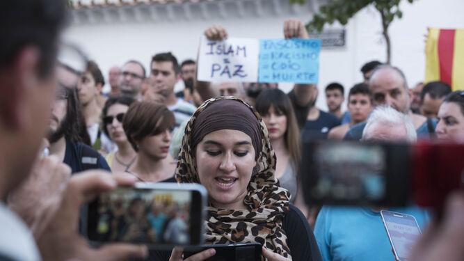 La manifestación tuvo su momento cumbre en la lectura de un comunicado de repulsa al ataque de Hogar Social.