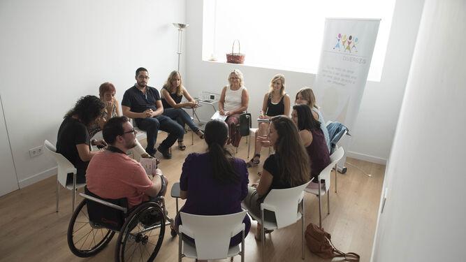 La fundación está integrada por personas que trabajan en diferentes áreas.