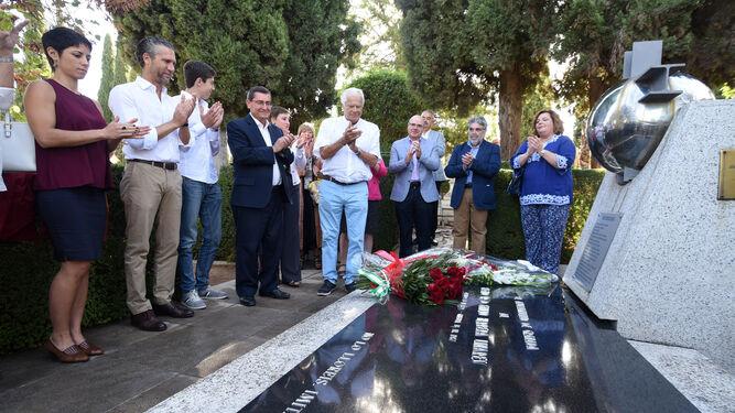 El pasado 13 de septiembre, día de la muerte de Herrera, responsables políticos acudieron al cementerio para recordar al granadino ilustre.