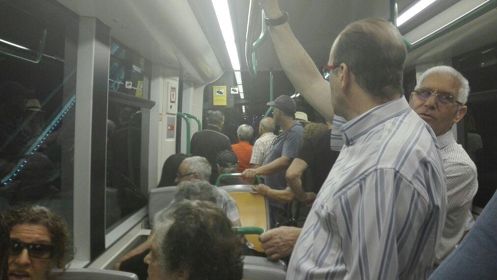 Lleno en la jornada inaugural del Metro.